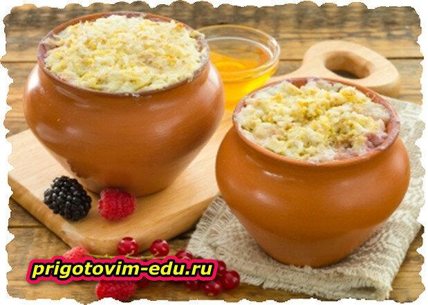 Каша овсяная на курином бульоне с овощами в горшочке