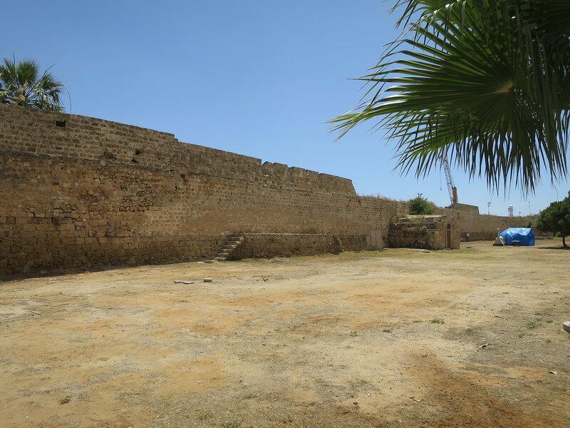 Фамагуста. Город. Лестница и пороховой погреб вдоль южной стены