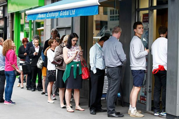 people-queue-for-foreign-exchange (2).jpg