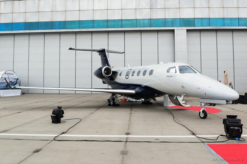 Embraer 505 Phenom 300 (N545EE) D807624