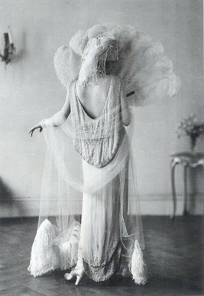 Norman-Hartnell-1924.jpg