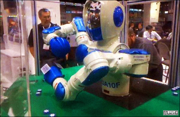 Япония создала робота-крупье