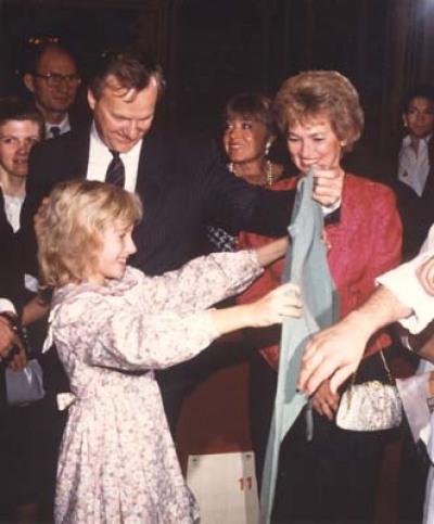 Ксения (Подарок на день рождения - свитер из города Парижа 5 ноября 1992)