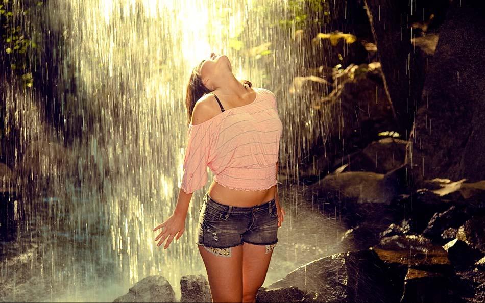Девушка на речке