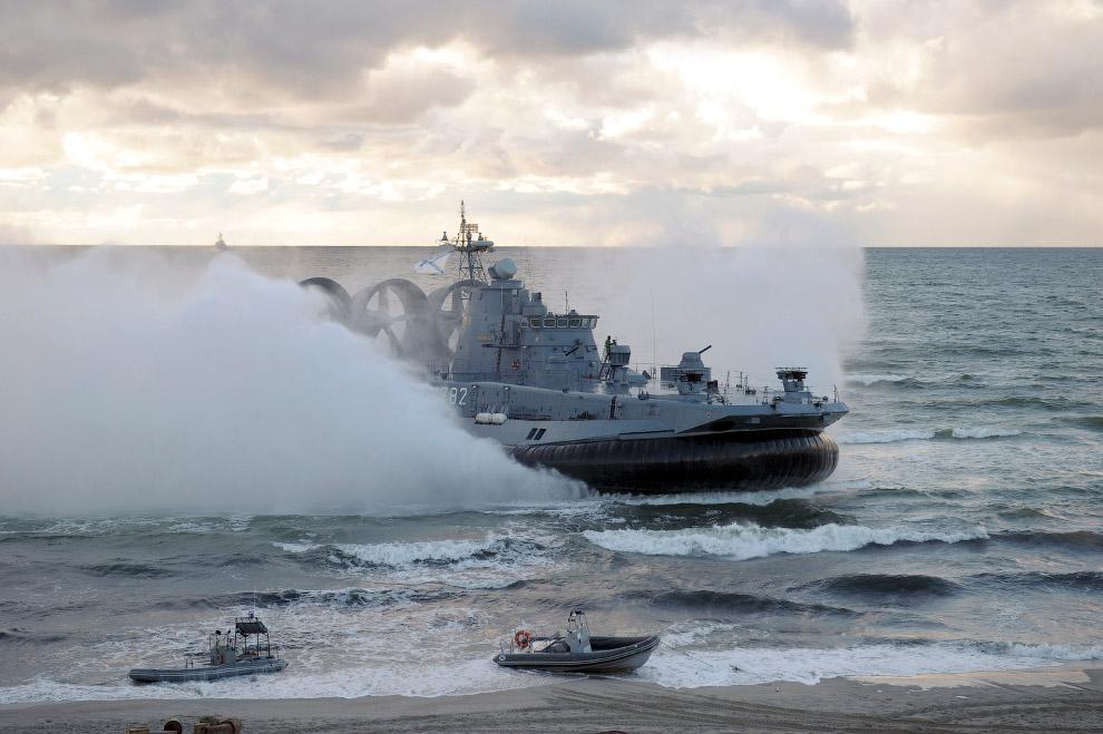 20. Показательные выступления российских военных во Владивостоке. (Фото Yuri Maltsev | Reuters)