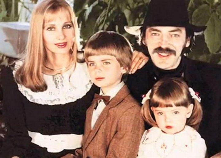 14. Михаил Боярский с семьей