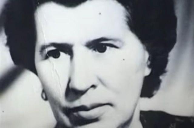 Санитарка советского фронта, в 1941 году Антонина Макарова добровольно поступила на службу к нем