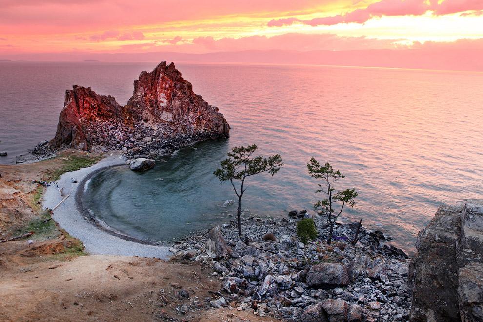 5. Запасы воды в Байкале гигантские — 23 615 км? (это около 19 % от всех мировых запасов озёрно