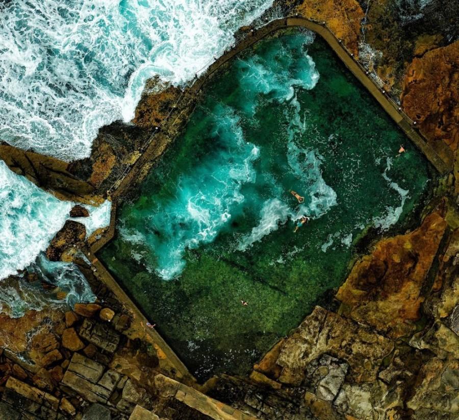 1. Каменный бассейн у побережья недалеко от Сиднея, Австралия.