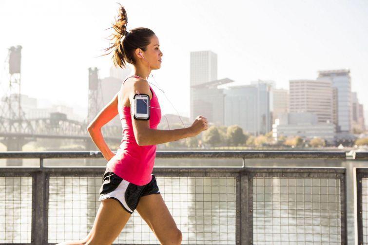 6. Устройте на следующий день пробежку В борьбе с перееданием поможет пробежка на следующее утро. Ес