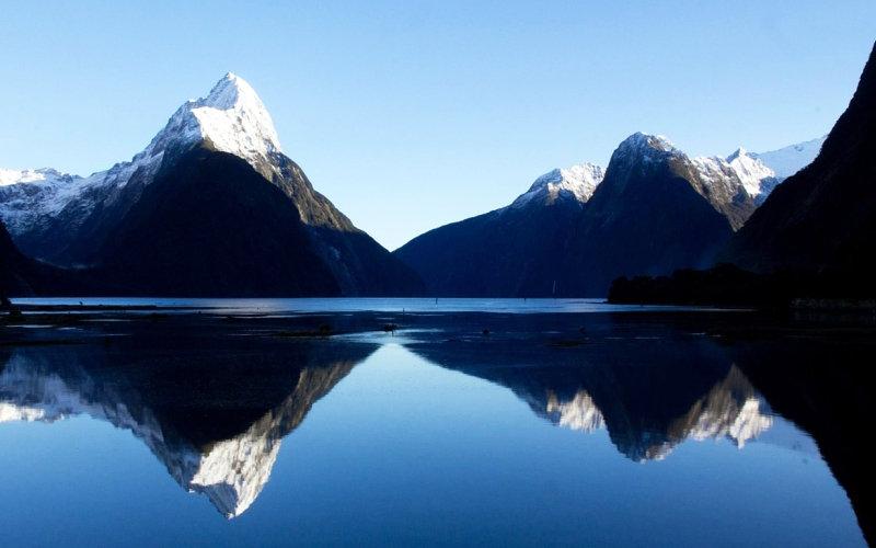 Озеро Таупо  Среди фантастических зеленых ландшафтов острова Северный в Новой Зеландии под в