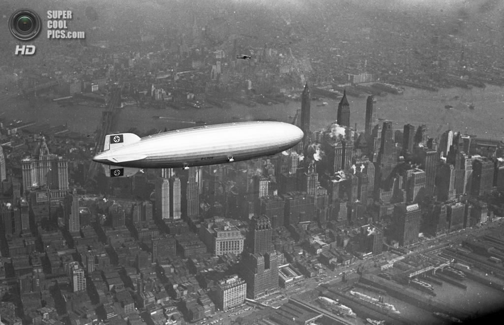 США. Нью-Йорк. 8 августа 1936 года. Немецкий дирижабль «Гинденбург» проплывает над Манхэттеном.
