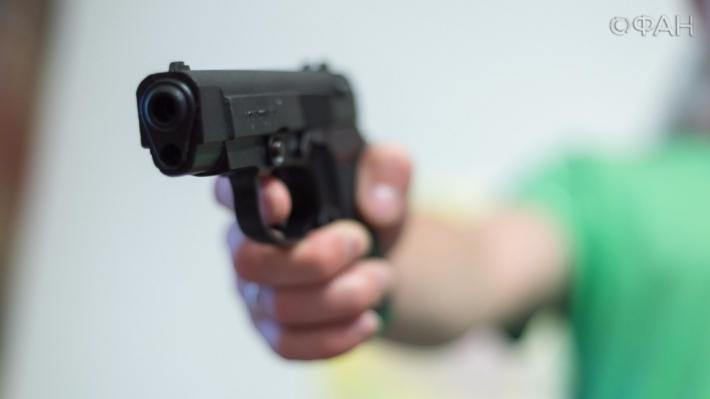 ВПетербурге пятилетний парень выстрелил всебя изпистолета отца