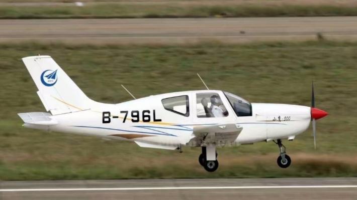 В КНР впроцессе авиашоу рухнул самолет