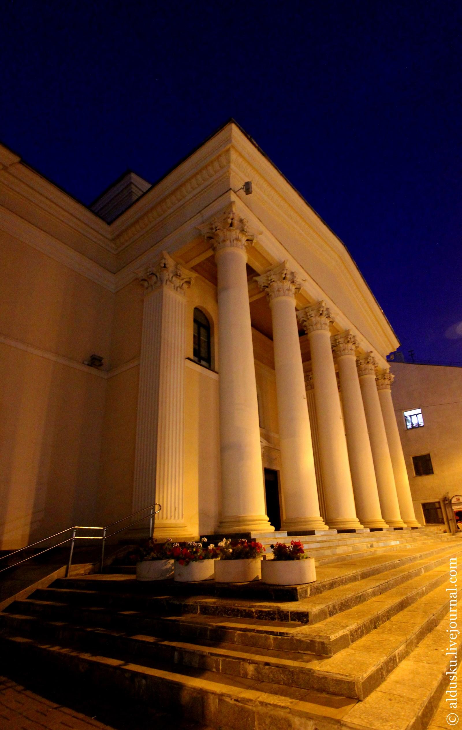 Национальный академический драматический театр имени М. Горького (ул. Володарского 5)