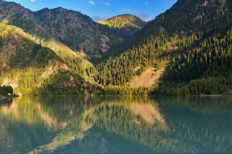 Цветная гладь озера Иссык