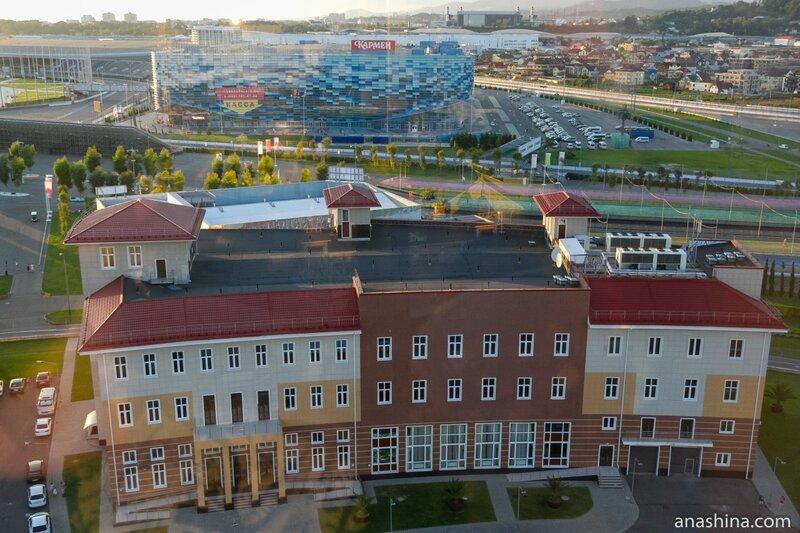 Выставочные павильоны и Ледовый дворец «Айсберг», Олимпийский парк, Сочи