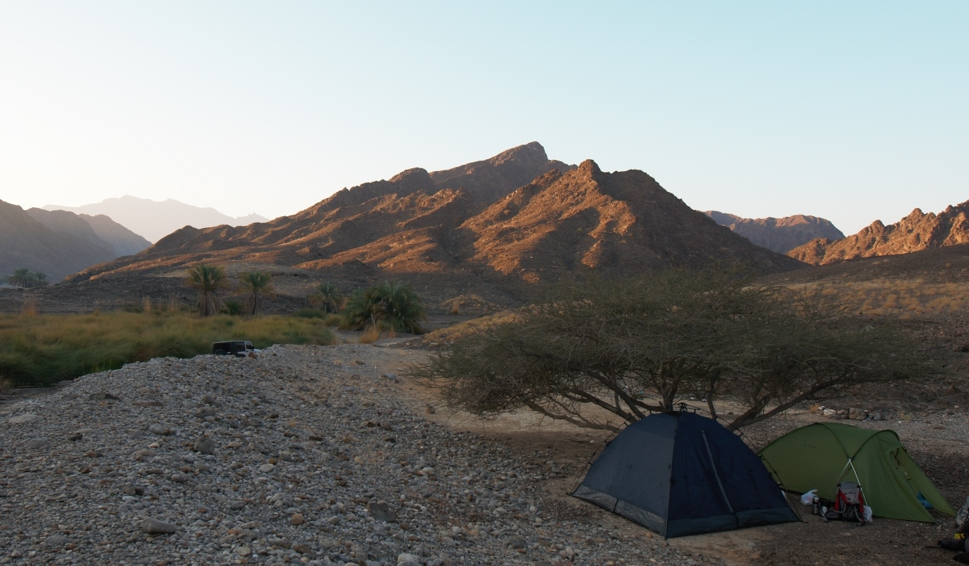 Фотография 5. Оман. Рассвет в горах. Пример фото на профессиональную кропнутую зеркалку Nikon D300s с широкоугольным зумом Nikon 14-24mm f/2.8G. Настройки: 200, F7,1; 1/125 s.