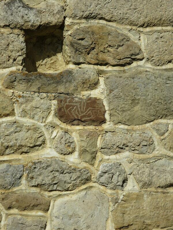 Петроглиф на жилой башне, Эгикал (2)