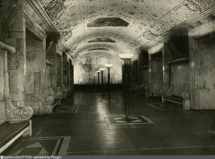 377336 Станция метро «Новокузнецкая» Великжанин 1945 г.