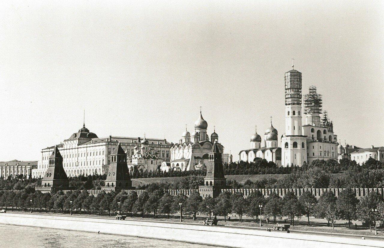 Кремль. Большой Кремлевский дворец, соборы и колокольня Ивана Великого