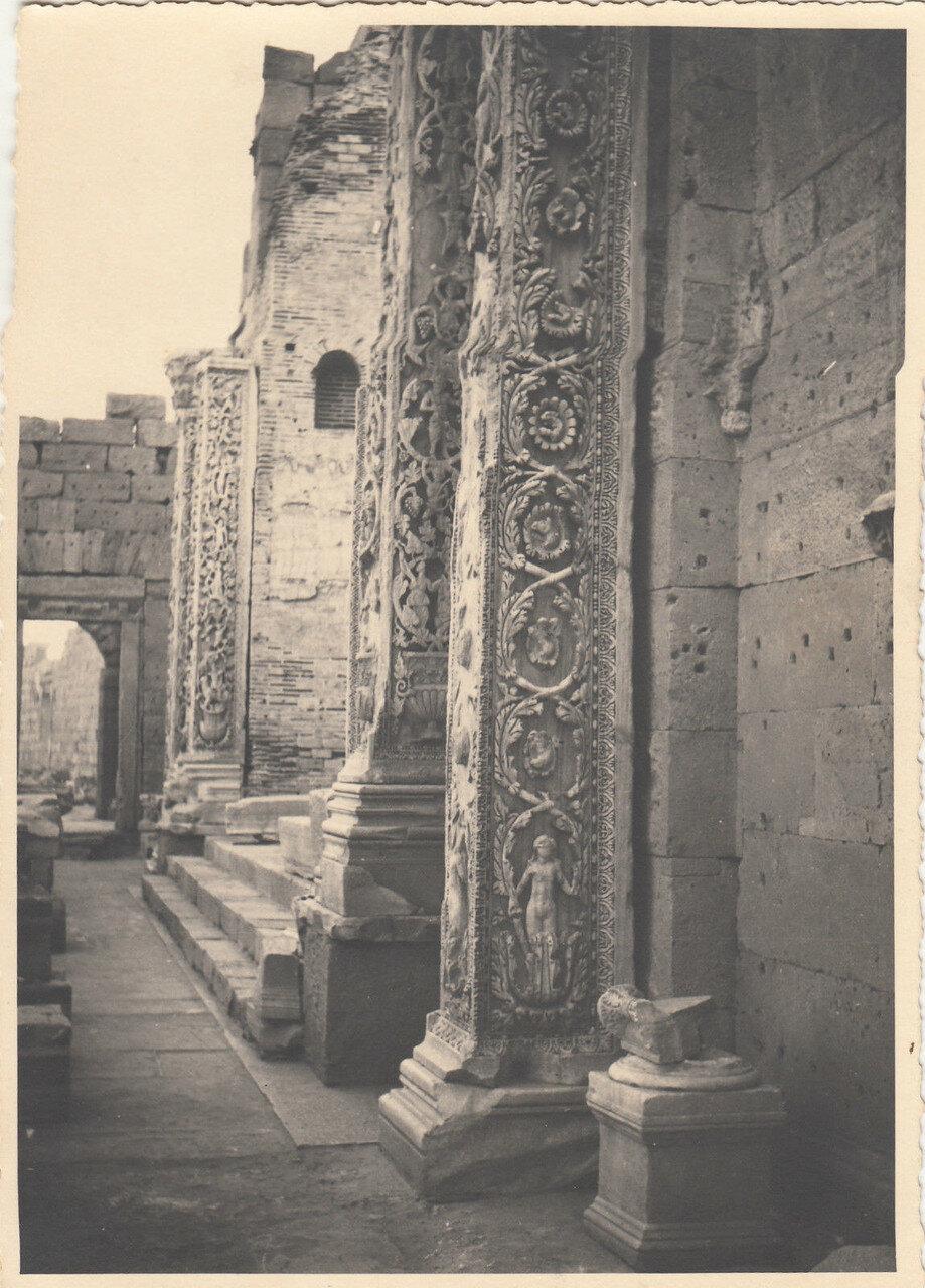 Лептис-Магна. Пилястры базилики Септимия Севера. 1937
