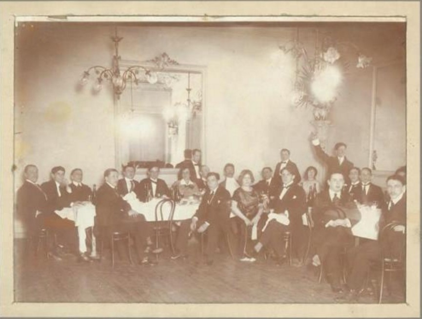 1920-е. Групповой портрет в ресторане