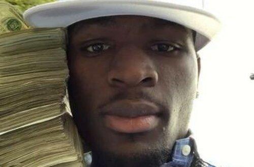 Американский рэпер разбросал 30 000 долларов на улице