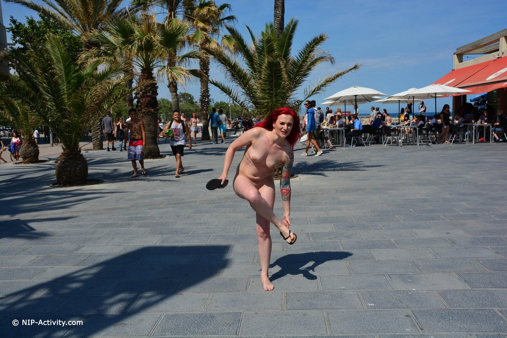 Голая Gini в Барселоне