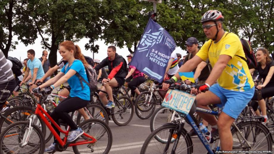 Более трех тысяч велосипедистов проехали по улицам Днепра