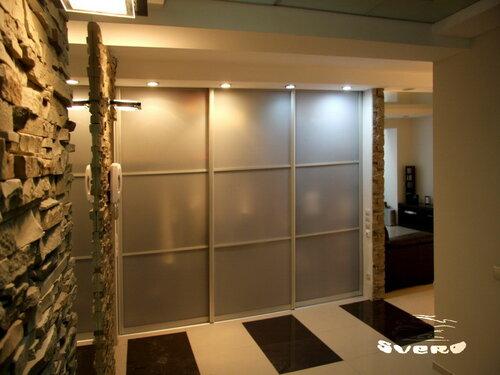 027. интерьер, коридор, камень, подсветка, встроенный камень