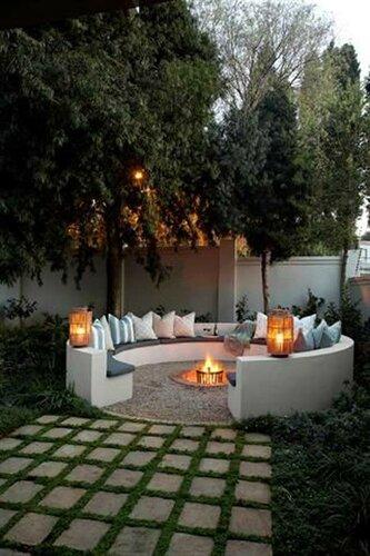 Площадка для отдыха во дворе в стиле патио