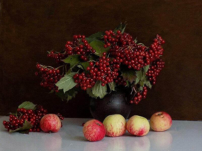 Рубиновые гроздья калины..