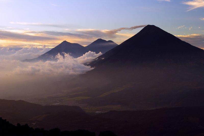 Туристы замерзли насмерть навулкане Акатенанго вГватемале