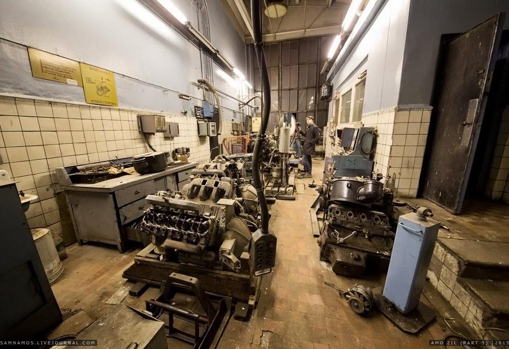 19. В уголке пылится двигатель «Д55Д» для грузовика «Зил — 130».