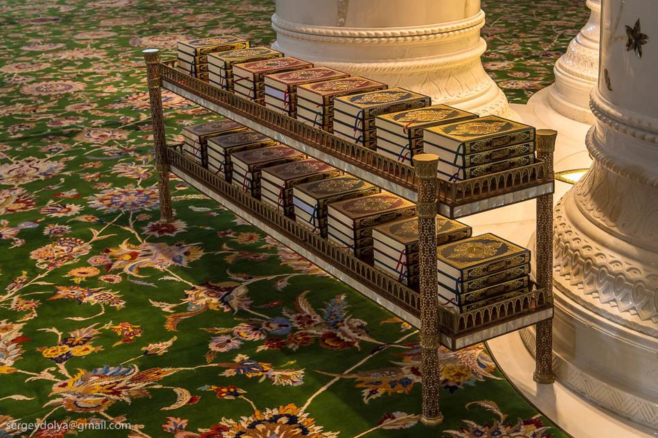 Мечеть — это не только религиозное сооружение, но и культурный центр. В башне, расположенной с север