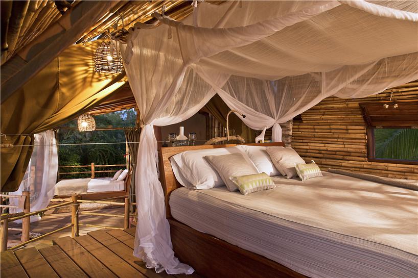 Летний дом из бамбука в форме трубы