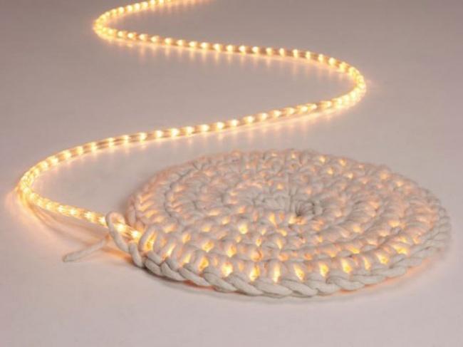 Как связать коврик, который светится втемноте (12 фото)