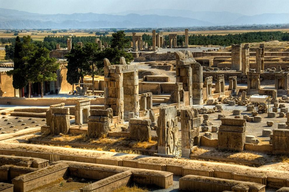 10. Тегерану не хватает красивой архитектуры Исфахана и истории Персеполиса, но здесь есть множ