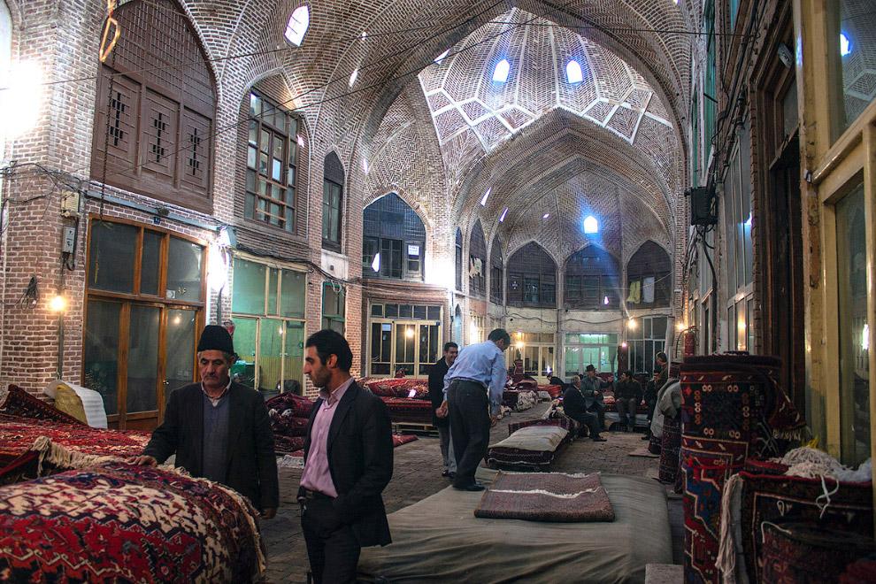 20. Мечеть Насир-ол Молк в Иране, построенная ширазским аристократом Насир-ол-Молком, стала впо