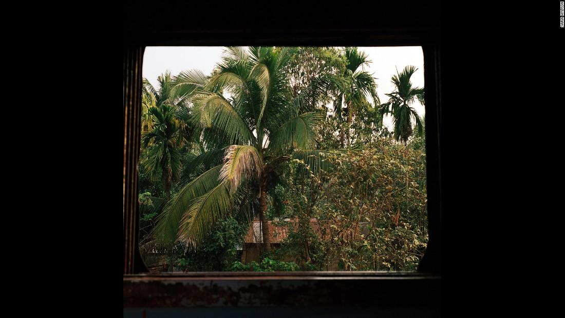 Вид из поезда неподалеку от города Бхубанешвар, столицы штата Орисса. Несмотря на то, что этот штат