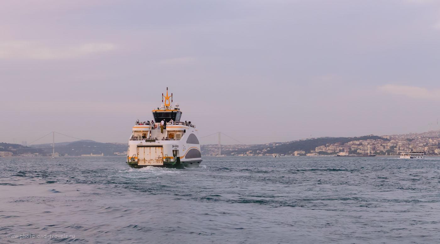 Фото 12. Паром в Босфоре. Отчеты туристов о самостоятельных экскурсиях по Стамбулу в 2016 году во время поездки по Турции на машине. 1/500, 9.0, 5000, 70 мм.