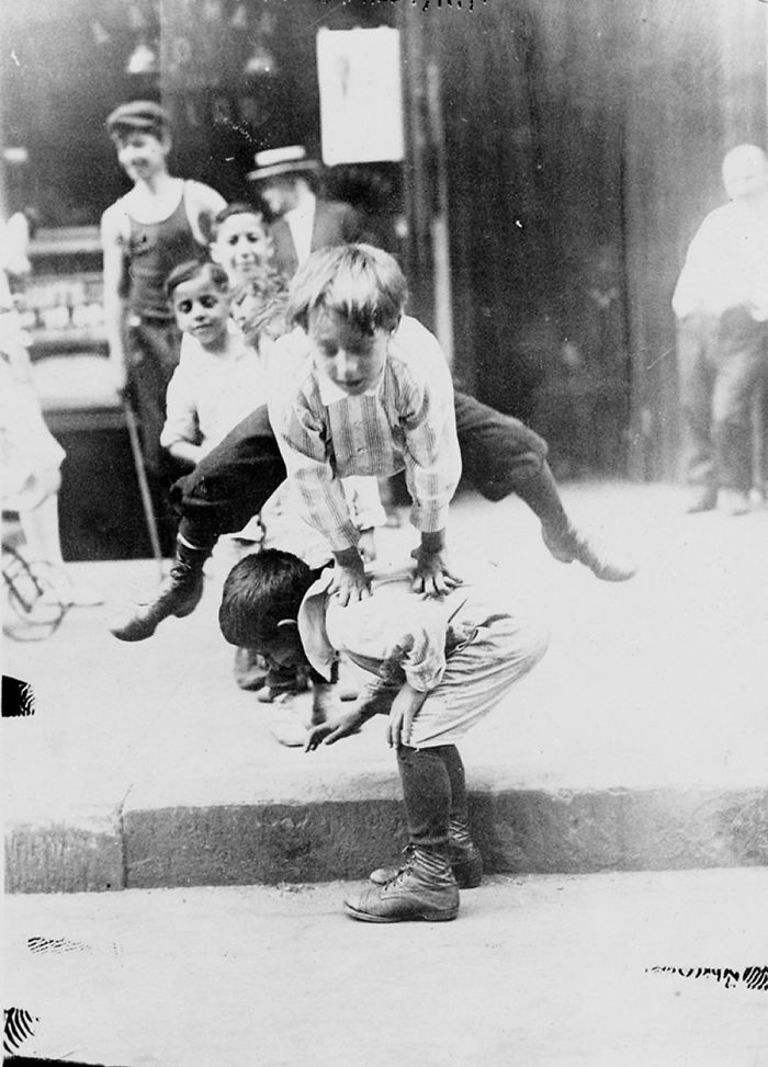 historical-children-playing-photography-95-58a5803078b0d-png__700.jpg