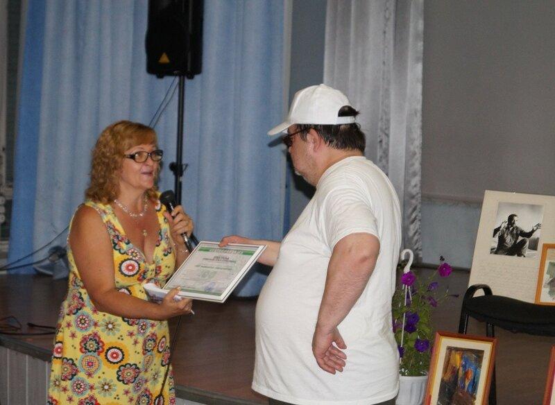 Вручение сертификата Электрону