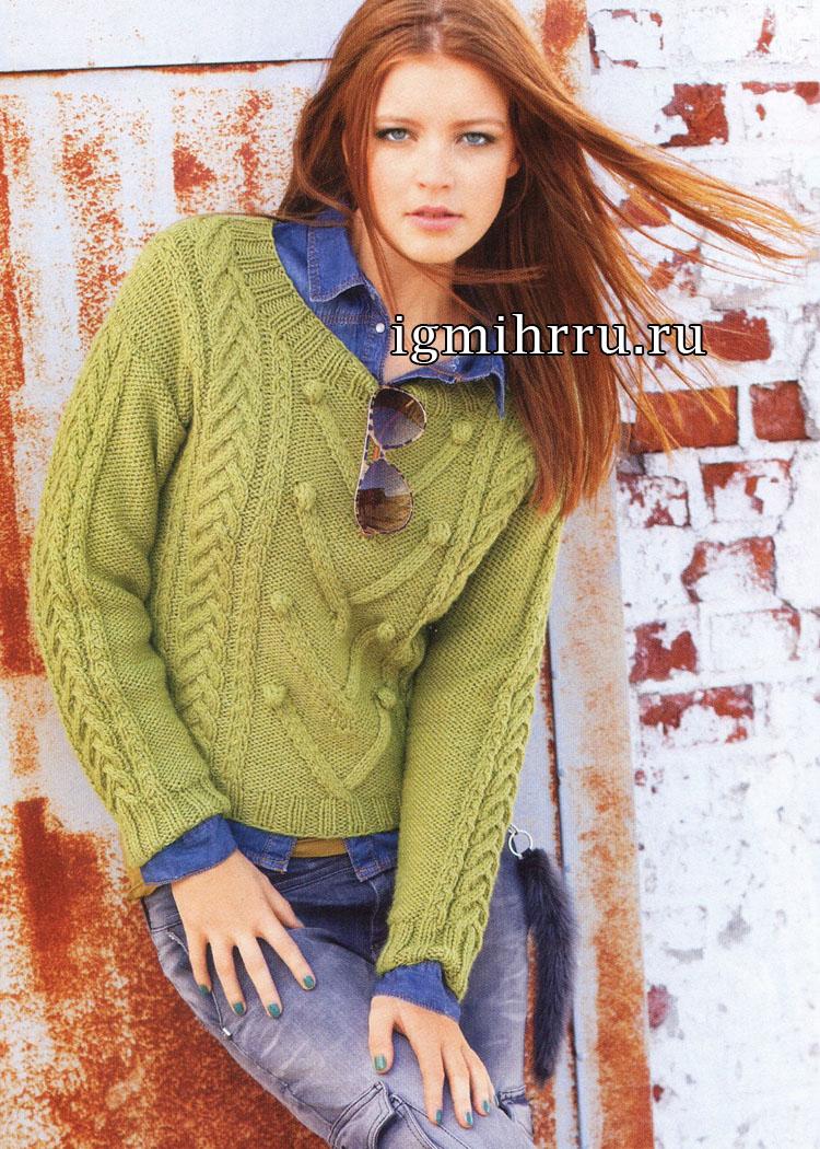 Зеленый теплый пуловер с арановыми узорами. Вязание спицами