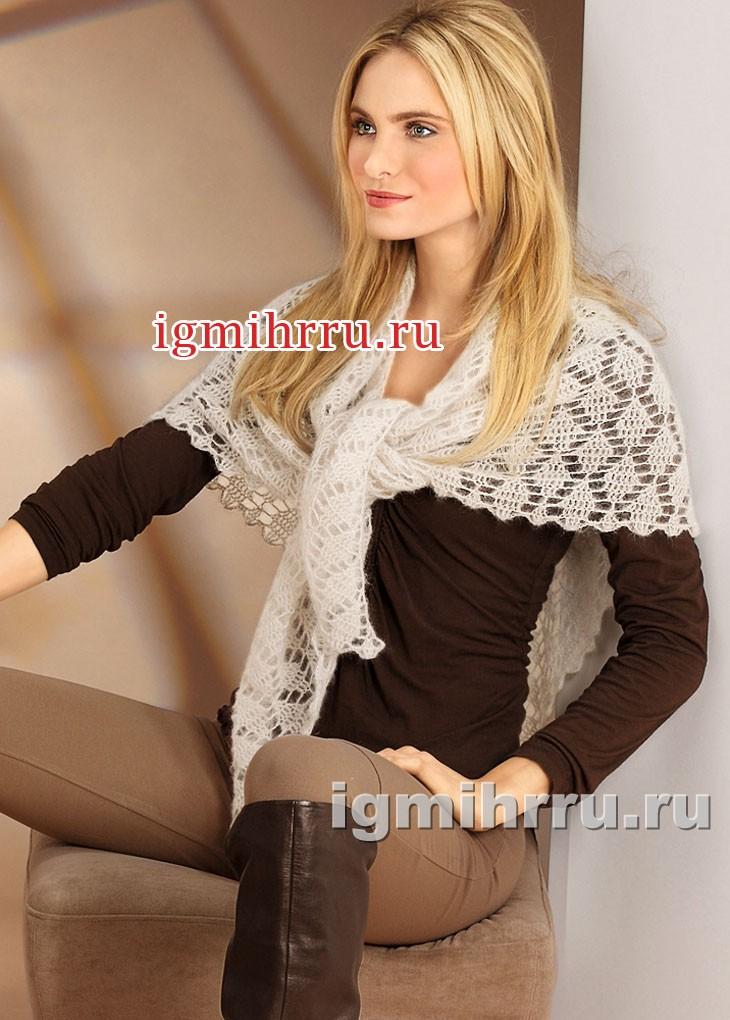 Ажурный платок из бежевого мохера. Вязание крючком