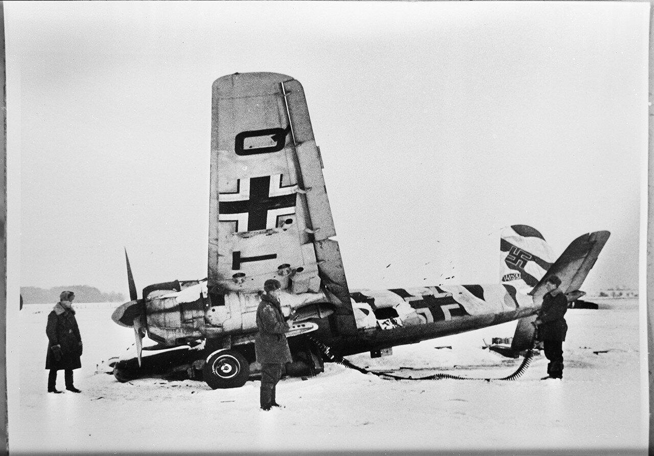 1941. Сбитый под Москвой немецкий штурмовик Хенкель Hs 129