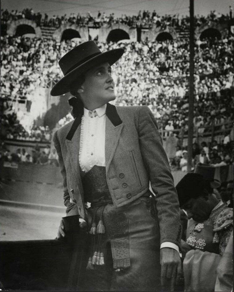 1949. Кончита Синтрон (матадор) в амфитеатре Арли