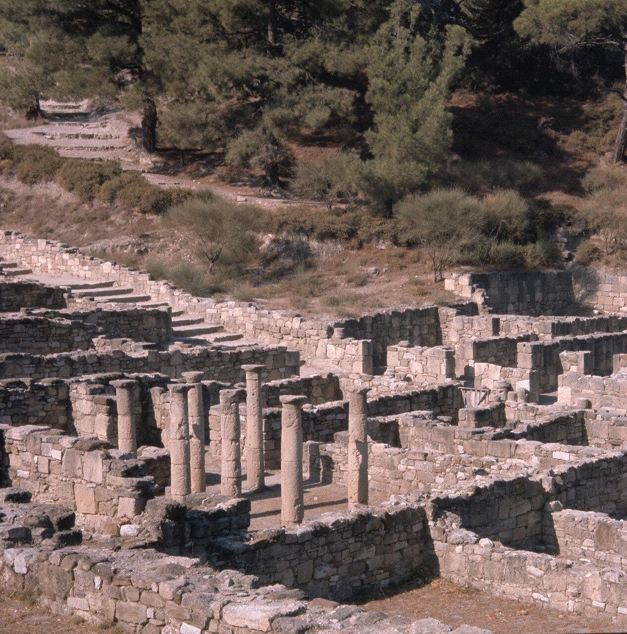 Камирос. Перистиль здания эллинистического периода, построенного на склоне холма. II в. до н.э.