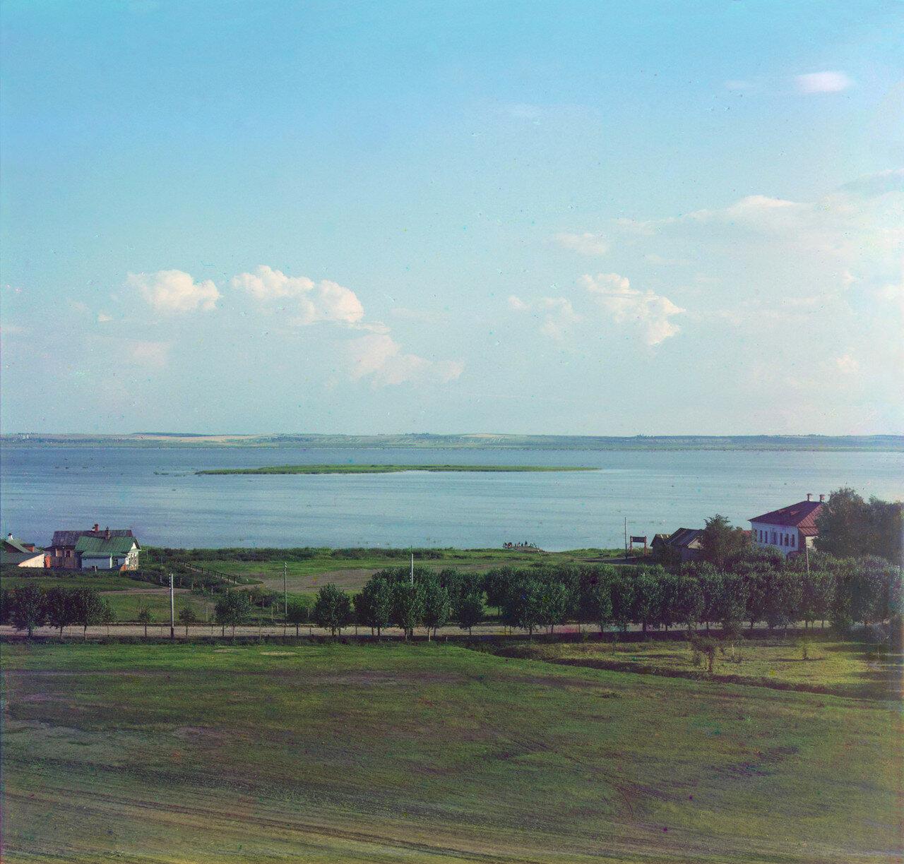 Вид на озеро Неро с колокольни Всесвятской церкви